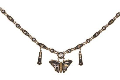 Collier en métal, orné d'un papillon et de...