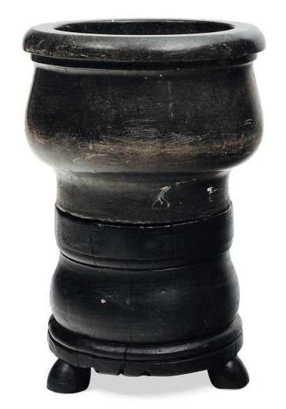 Important mortier en pierre bleue et son...