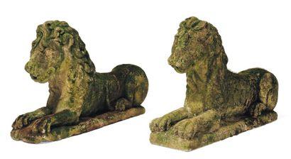 Deux lions en pierre D'époque Louis XIV.