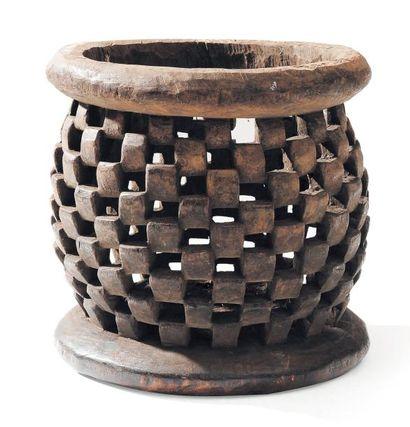 Tabouret en bois ajouré. Cameroun.