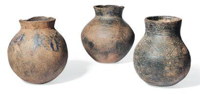 Lot de trois pots Massi Burkina Fasso. H_18,5...