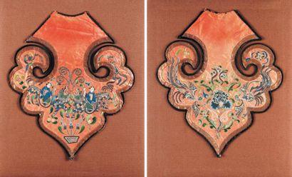 Paire d'épaules Broderies chinoises en soie,...