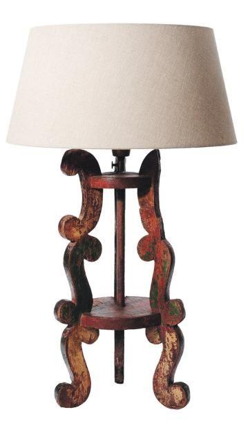 Lampe formée d'un élément ancien en bois...