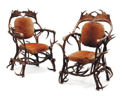 Paire de fauteuils en bois de cerf.