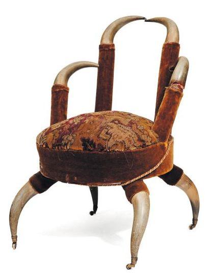 Petit fauteuil formé de cornes. H_80 cm