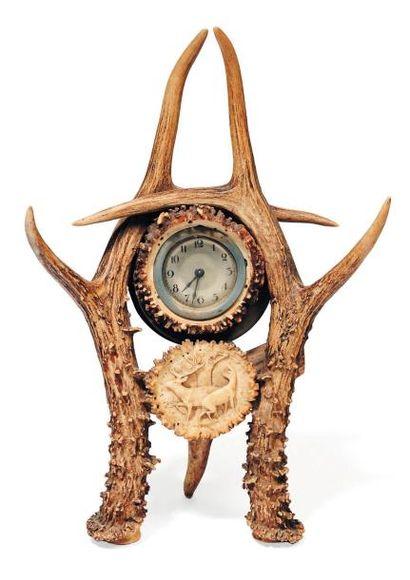 Pendule en bois de cerf.