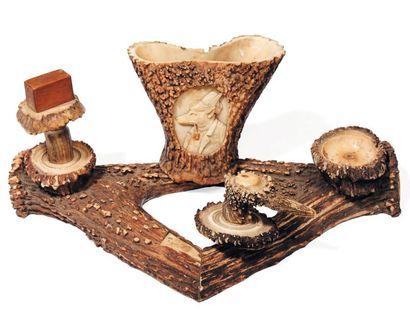 Encrier en bois de cerf. L_36 cm