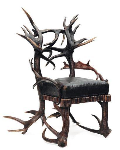 Fauteuil ormé de bois de cerf. Assise en...
