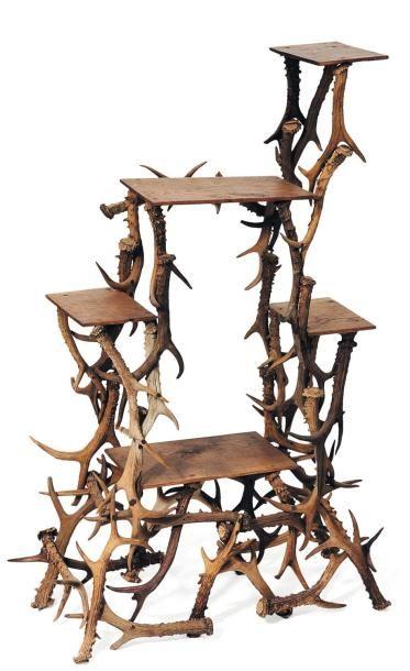 Etagère formée de bois de daim. H_107 cm...