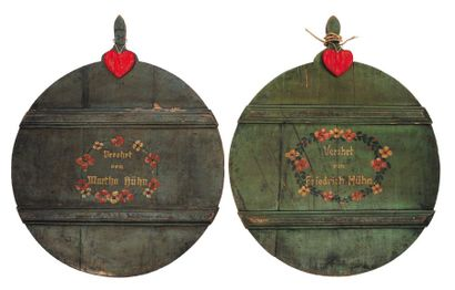Paire d'éléments décoratifs en bois peint....