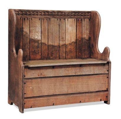 Banc en bois à haut dossier. Ancien travail...