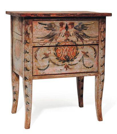 Petit meuble en bois patiné décoré d'un monogramme....