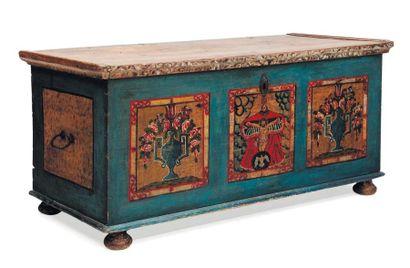 Grand coffre en bois peint d'une scène biblique...