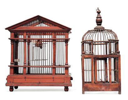 Deux cages à oiseau en bois. H_41 cm L_48...