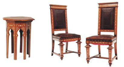 Paire de chaises napolitaines et tabouret...