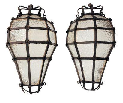 Paire de grandes lampes appliques en verre...