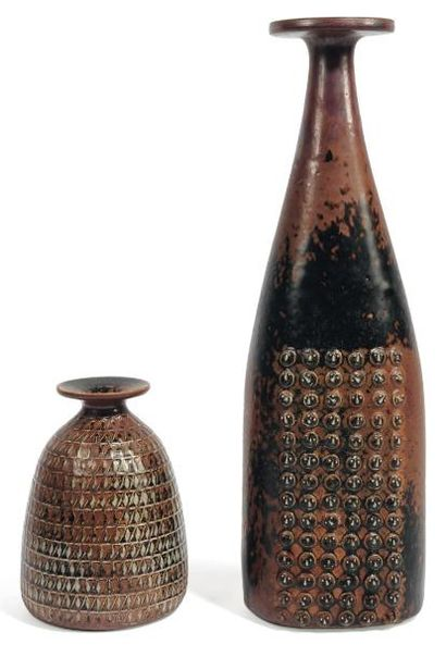 STIG LINDBERG (1916-1982) Deux vases. grès émaillé polychrome. Tampons d'édition...