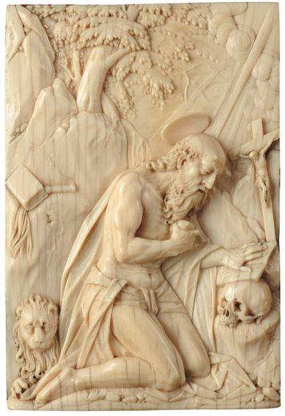 Plaque en ivoire sculptée représentant en...