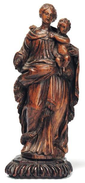 Vierge à l'Enfant en bois sculpté. socle...