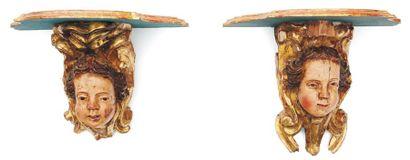 Paire de consoles en bois de résineux sculpté,...
