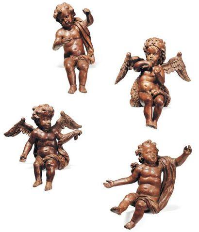 Suite de quatre angelots en bois sculpté,...