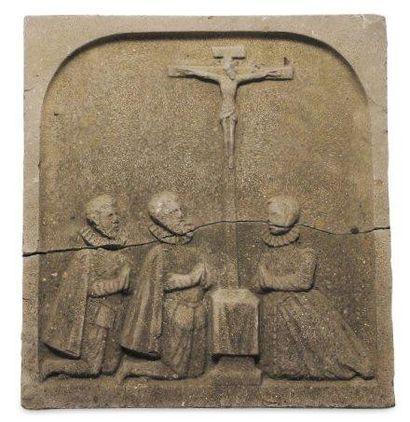 Bas-relief en pierre calcaire sculptée en...