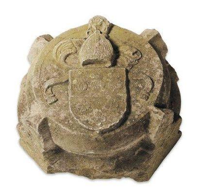 Clef de voûte en pierre calcaire sculptée...
