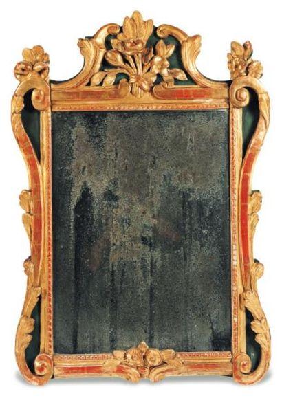 Petit miroir en bois peint et doré à décor...