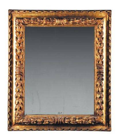 Miroir en bois doré. italie, fi n XVIIe siècle....