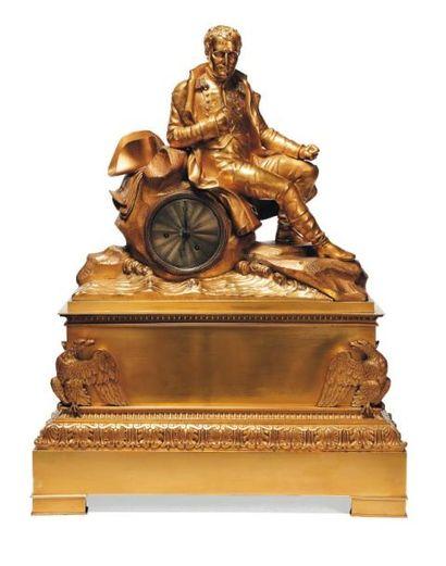 Pendule en bronze doré représentant napoléon...