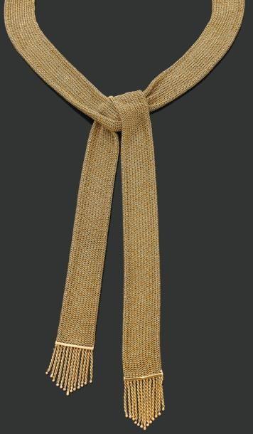 COLLIER «cravate» en cotte de maille d'or....