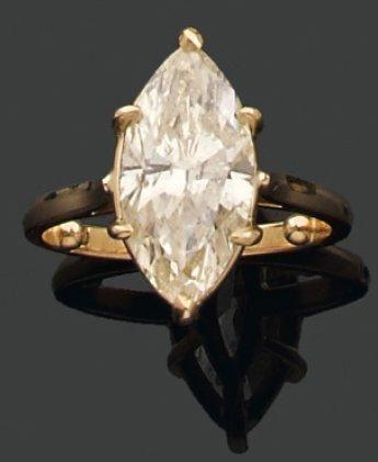 BAGUE ornée d'un diamant Fancy Light Yellow...