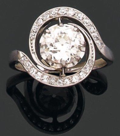 BAGUE tourbillon ornée d'un diamant brillanté....