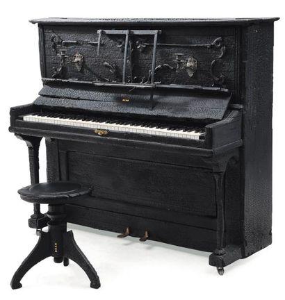 MAARTEN BAAS (NÉ EN 1978) & DEN HERDER STUDIO Pièce unique Piano droit « Smoke »...