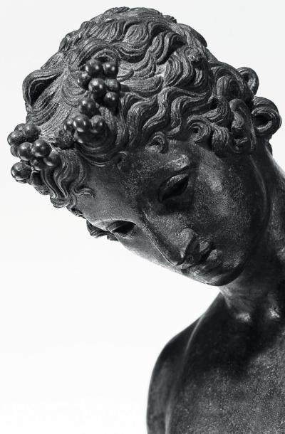 Narcisse Bronze à patine noire et socle en porphyre Naples, fin du XIXe siècle D'après...