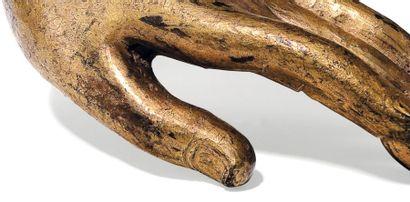 Main de bouddha Bronze laqué, or Dans le geste abhaya mudra. Sud-est asiatique XVIIe/XVIIIe...