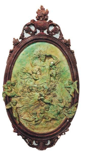 Médaillon en plâtre peint à décor d'une Renommée...