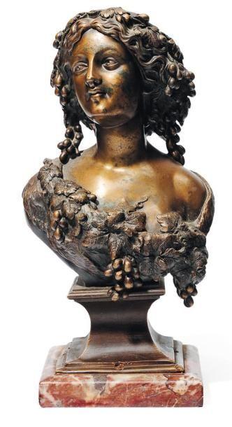 Petit buste de femme coiffée de pampres en...