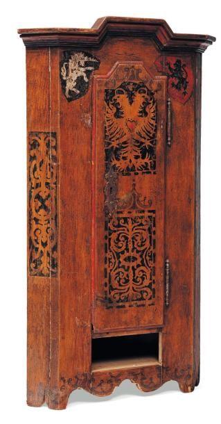 Encoignure en bois peint (manque un tiroir)...