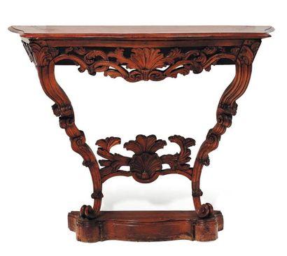 Console mouvementée en bois naturel sculpté...