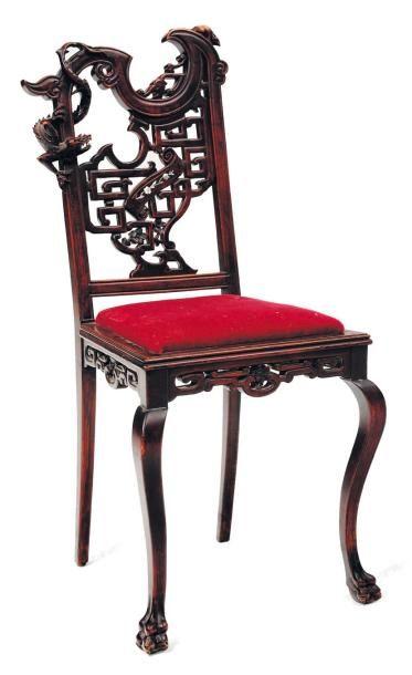 Chaise à dossier ajouré à décor de dragons...