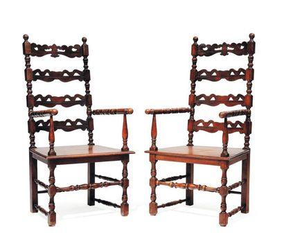Sept chaises et une paire de fauteuils en...