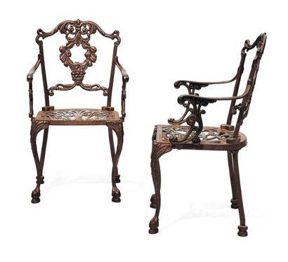 Paire de fauteuils en fonte de fer à décor...