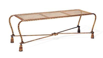 Banquette en fer forgé doré à décor de cordages...