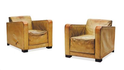 Paire de fauteuils club en cuir de couleur...