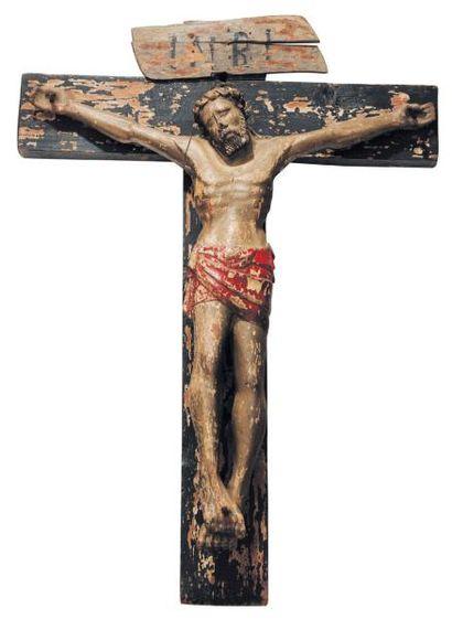 Christ en croix en bois sculpté et laqué,...