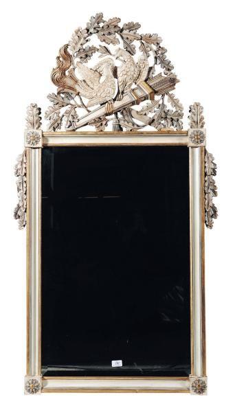 Miroir en bois sculpté et laqué à décor de...