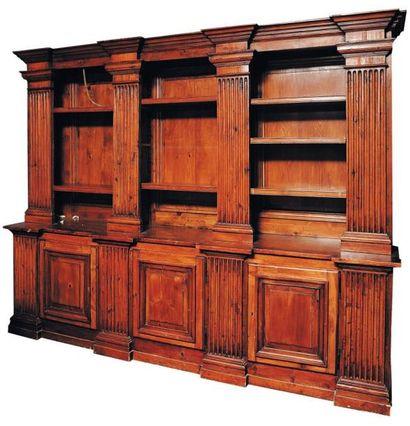 Bibliothèque en bois de résineux ou bois...