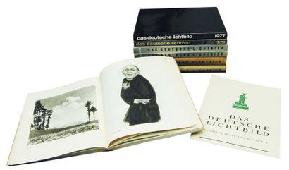30 Volumes de «Das Deutsche Lichtbild», dont...