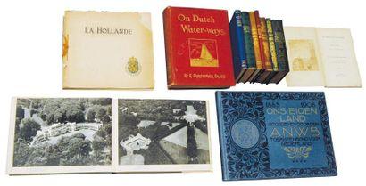 * Un dizaine d'almanach - datés entre 1865 et 1899 avec dans chacun une photo d'un...